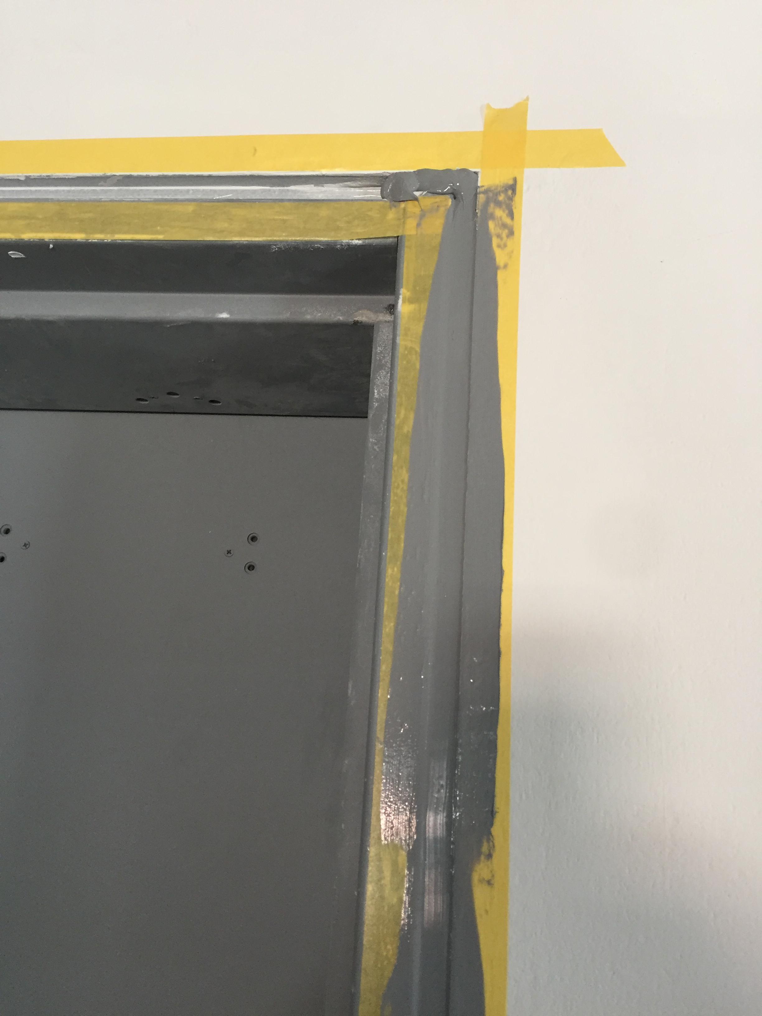 Băng dính che phủ bảo về bề mặt thi công keo trám cửa