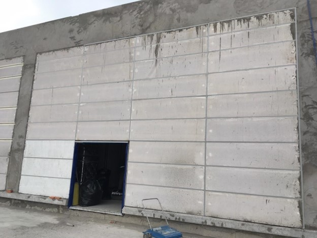 Hình 1. Tường bao nhà máy bằng bê tông khí ALC, trám keo MS sealant