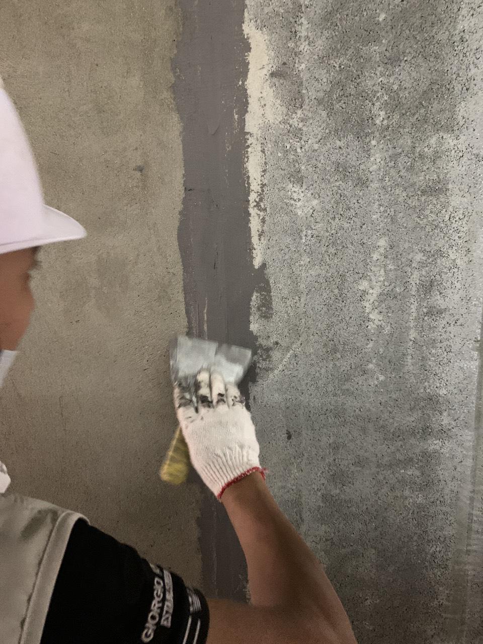 trám khe nối tấm tường acotec bằng keo trám 2 thành phần FX33 (RF239)