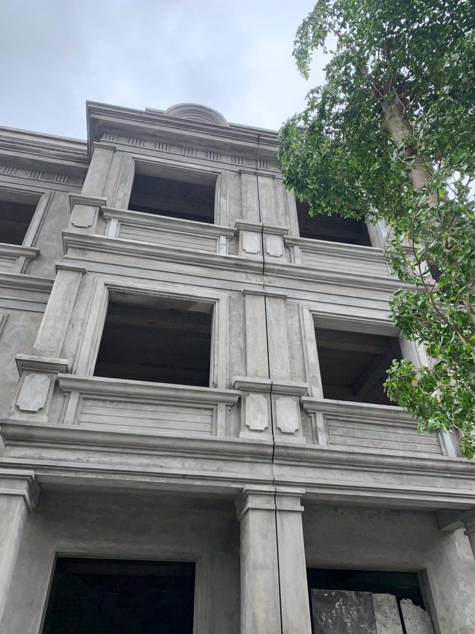 Khe lún giữa 2 khối nhà
